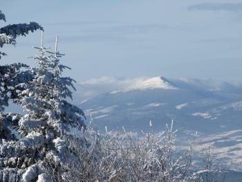 Widok z Lubonia Wielkiego na Babią Górę